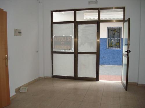 local comercial situado en pleno centro de Benidorm ideal para cualquier negocio de 30 m2, infórmese en inmobiliaria benidorm. Les atenderemos en su agencia inmobiliaria de confianza Asegil en Benidorm  www.inmobiliariabenidorm.com