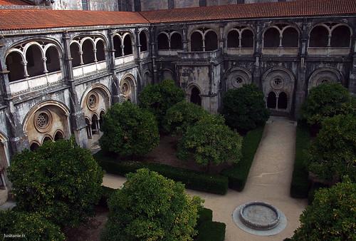 Este claustro é o mais antigo do mosteiro