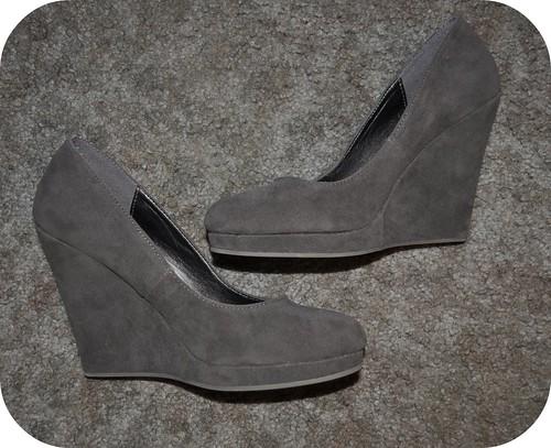 1 Pair: 2 Ways Gray Wedges