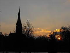 Queen's Park Sunrise, Glasgow (shotlandka) Tags: morning church silhouette sunrise scotland glasgow spire finepix fujifilm утро восходсолнца шотландия s1000fd mygearandme mygearandmepremium глазго mygearandmebronze mygearandmesilver ringexcellence