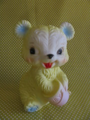Squeeze bear (Retro Mama69) Tags: vintagetoys yellowbear retrotoys childhoodtoys squeezebear juguetesnrfb toysmintcondition nrfbtoys dimestoretoys toysinpackage toysmadeinchina toysmadeinjapan