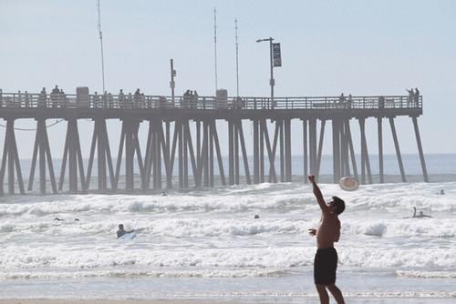 frisbee-on-beach
