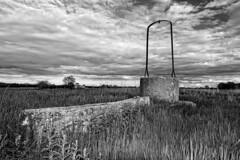 El pozo (Leonorgb) Tags: bw canon leo bn valladolid cielo campo castilla pozo ampudia tierradecampos