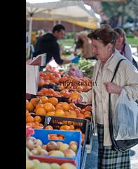 Shopping at the market (*Marta) Tags: italy fruits vegetables shopping colorful strada pears farmersmarket market box tomatoes culture strawberries tangerines fresh cauliflower apples peppers produce citrus oranges mercato italianmarket oudoormarket whatgettywants gettyimageswants gettywants