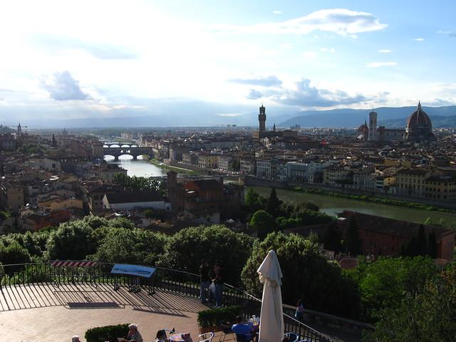 フィレンツェの広場からの眺めのフリー写真素材