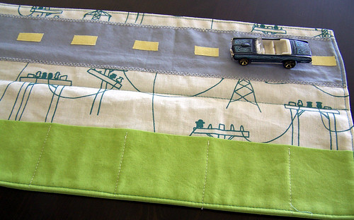 Car Caddy in Organic Fabric - Road and Pockets
