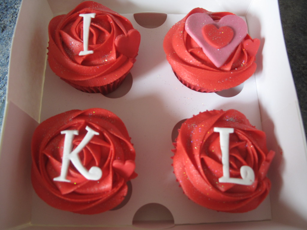 Saying I love you with cupcakes