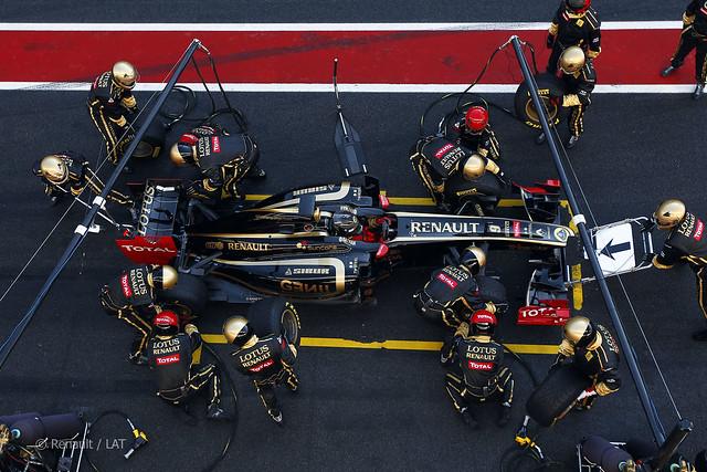 Renault mecânicos pit stop R31