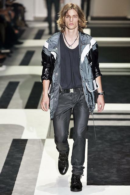 Tim Boot3005_SS10_Milan_Gucci(VOGUEcom)