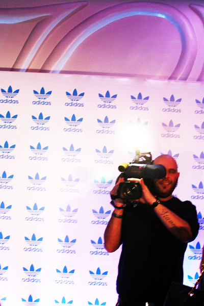 fashionarchitect_adidas_jeans_michalis_stavento_cameraman