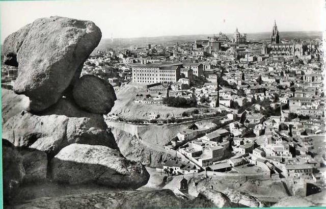 Toledo visto desde la Piedra del Rey Moro en los años 40