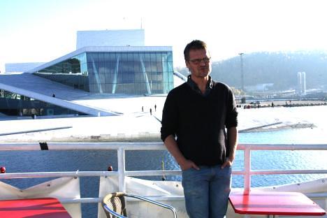 Jarl Solberg på innvik foran opera