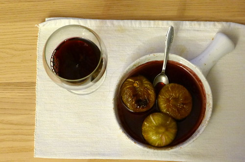 Gratinated figs in Teran sauce and a glass of blackberry wine
