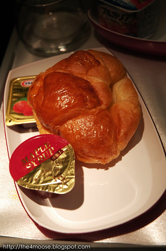TG0673 - Croissant with Jam & Butter