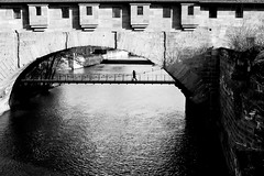 Crossing Under (gman_garry) Tags: bw bavaria 7d streetscenes nuernberg 28mmf18 2011