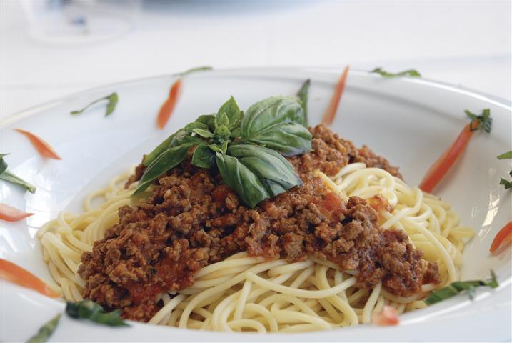 Menüsünde spagettiye geniş bir yer ayıran Red Tower Brewery Restaurant, spagetti en iyi hazırlayıp servis eden 5 mekandan birisi