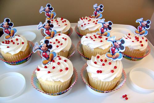 110225 Mickey Bday 04 - cupcakes