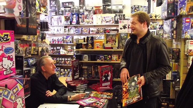 Bryan Talbot signing Forbidden Planet Edinburgh 08