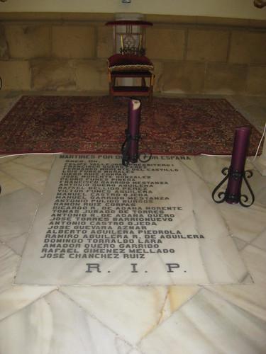 """Lapidario dedicado a los muertos de """"derechas"""". Porcuna"""