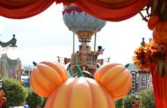 flights of fantasy parade= mickey/ princesses (alienalice) Tags: hkdl hkdisneyland duffy gelatoni tinkerbell mickey minnie donald daisy woody jessie