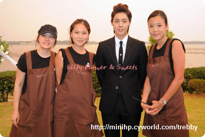 Kim Hyun Joong with Kifly Staff