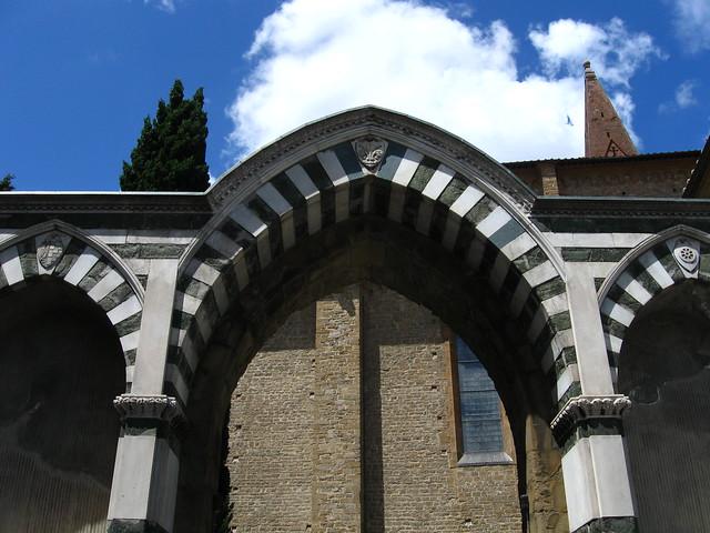 教会の入り口ゲートのフリー写真素材