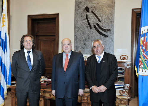 OAS Secretary General Meets with Uruguay's Foreign Minister and Minister of Defense