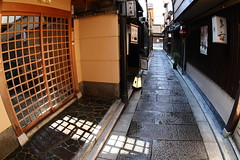 Very narrow alley (Teruhide Tomori) Tags: road street old japan restaurant town cafe alley kyoto traditional fisheye    narrow luxurious  higashiyama  yasaka  explored  earthasia