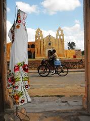 Estampas de Man, Yucatn (arosadocel) Tags: gente iglesia yucatn turismo templo trajes ciclistas tpicos man folcklor