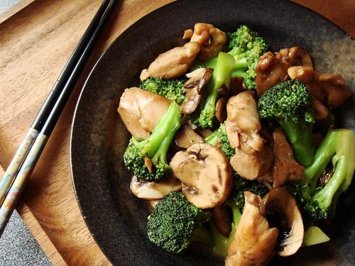 Stir Fried Broccoli Mushroom & Chicken
