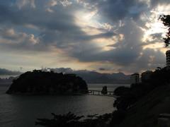 ... (RoBeRtO!!!) Tags: light sea brazil sky sun water riodejaneiro clouds island mare nuvola cielo era sole acqua luce niteri fet isola rdpic canong7