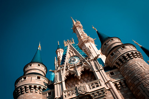 Castle on a Clear Day - Walt Disney World by hyku