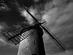 Supplication au vent (photosenvrac) Tags: bw moulin vent photo noiretblanc ciel paysage beauce supershot