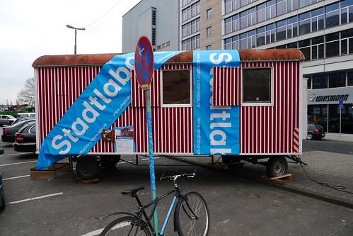 Bauwagen des Stadtlabors am Osthafenplatz. März 2011