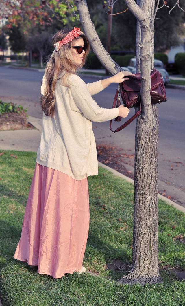 long pink maxi skirt with over sized cardigan, bag in a tree, DSC_0163