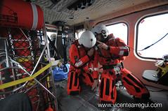 Operador de grua y rescatador se coordinan
