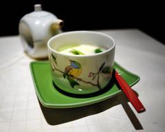 Flanc au soja (Jack_from_Paris) Tags: red green bird yellow japan dinner jaune lens rouge prime restaurant angle au wide diner vert asie soja japon oiseau f28 vaisselle plat 25mm asiatique repas carlzeiss flanc nikond700 zeissdistagon2825mmzf jpr7775d700