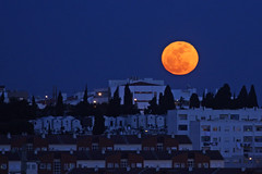 Super Moon (CarlaFrancisco) Tags: blue winter sky orange moon portugal yellow azul canon skyscape photography eos photo blog flickr foto laranja blogger cu fullmoon amarelo photograph moonrise lua blogspot oeiras fotografia dslr frommywindow inverno cf blogue amarela northernhemisphere luacheia daminhajanela perigee ef70300mm ef70300 canonef70300mmf456isusm 40d abigfave flickraward canoneos40d takeninmarch digitalsinglelensreflex perigeu carlafrancisco supermoon hemisfrionorte flickraward5 mygearandme mygearandmepremium perseguindoaluz mygearandmebronze mygearandmesilver mygearandmegold mygearandmeplatinum mygearandmediamond takenin2011 copyright2011carlafranciscoallrightsreserved superlua