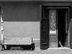 All' ombra... (Giuseppe Torcasio) Tags: street blackandwhite bw muro cane casa donna strada ombra bn porta aprile sole bianconero tenda sud gamba ambiente panchina meridione attraversoimieiocchi giuseppetorcasio casaambiente