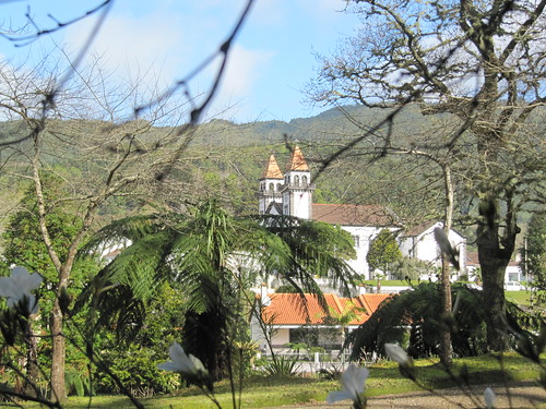 Blick auf die Kirche von Furnas (Therme Furnas)