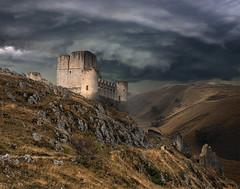 ..... (Francesc Candel) Tags: castle castillo paisaje emocional amenaza tormenta storm architecture seco autumn otoo bjrk landscape emotional