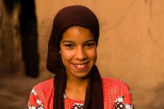 (Wo)Men of the Desert - Sahema (.sl.) Tags: portrait people morroco girl skoura hijab smile