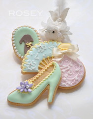 ROSEY'S SUGAR CLASSESIcing Cookies lesson ~ Marie Antoinette Theme (rosey sugar) Tags: flowers party flower bird cookie lace decoration mini sugar queen celebration icing piping marieantoinette petit miniture royalicing sugarcraft sugarflowers decorativecookie