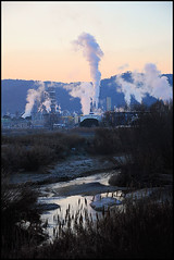 Martorell, Catalunya (D-A-O) Tags: light espaa plant rio river vent dawn spain nikon industrial steam catalunya vapor chemical solvay llobregat martorell d90