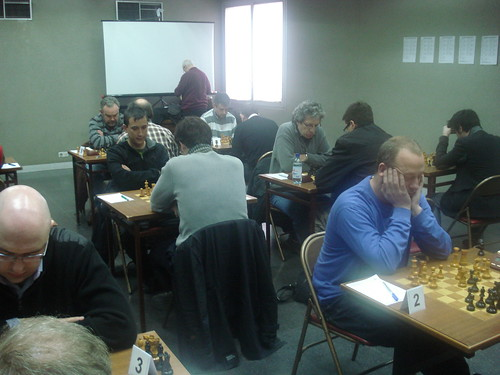 Ronda 1 - Vista de la sala de joc amb el Gran Mestre David Norwood al capdavant