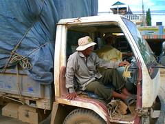 In the border town (© Philipp Hamedl) Tags: door truck missing cambodia kambodscha arm poor lkw lastauto lastkraftwagen ohnetür