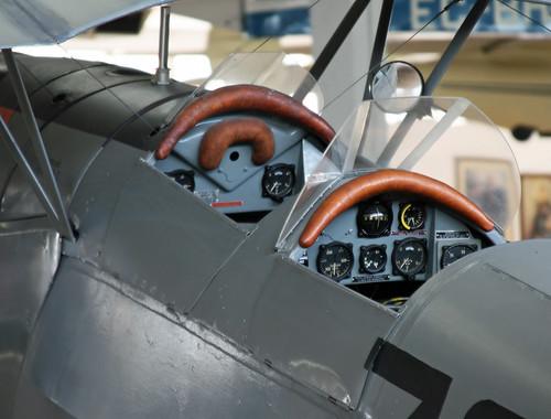 CASA 1-131E Jungmann (E3B-565 - 781-7) Cockpits