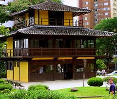 Praa Japo - Curitiba (- Gil) Tags: paran edificio curitiba praa contruo praajapo