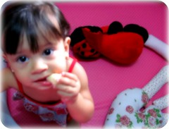 Sofis... (Joana Joaninha) Tags: love familia amor felicidade sobrinha biscoito titia póa hellennilce