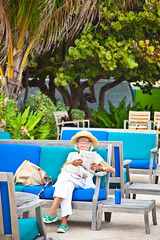 Snow Bird in Delray (www.julkastro.co) Tags: grandma sun beach senior relax reading professional abuela age pro oldwoman bocaraton retired citizen chill journalism grandparent edad caban señora retirada julkastro wwwjulkastroco julkastrohotmailcom